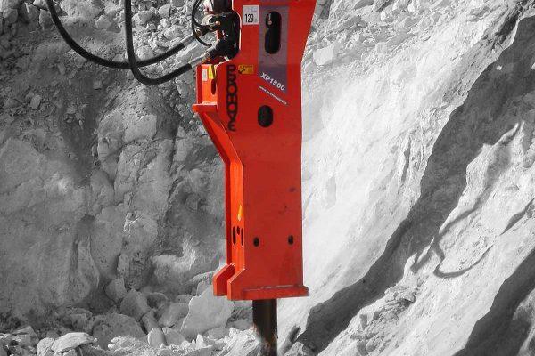 hydraulic breaker for tunnels
